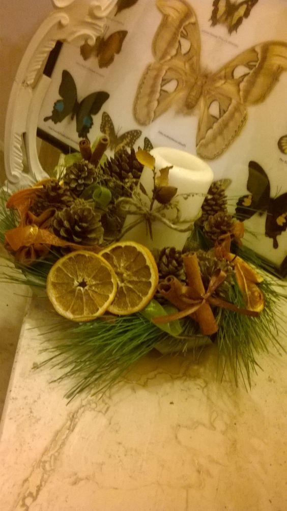 Centrotavola al profumo di autunno! Arance essiccate, bastoncini di cannella e pigne per dare il benvenuto a questo inverno ⛄