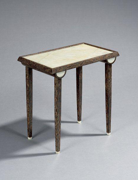 Rousseau cl ment rare et l gante table d 39 appoint en bois for Placage bois en rouleau
