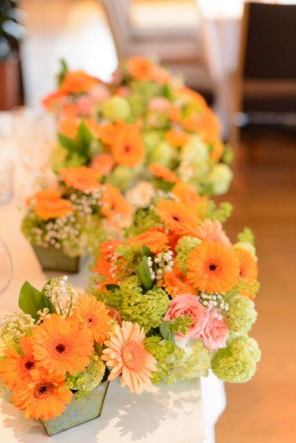 5月の装花 ブラッスリーポール ボキューズ様へ オレンジのガーベラ 花に囲まれる幸せ 一会 ウエディングの花 結婚式 オレンジ 会場装花 春 ウェディング オレンジ