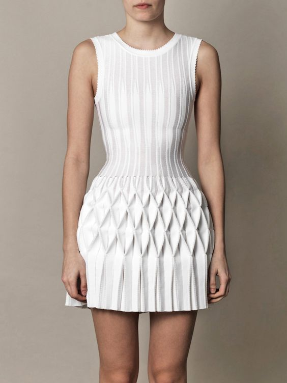 Structural Smocking - smocked & pleated dress - fabric manipulation for fashion design; white textures; 3D textiles // Azzedine Alaïa Más: