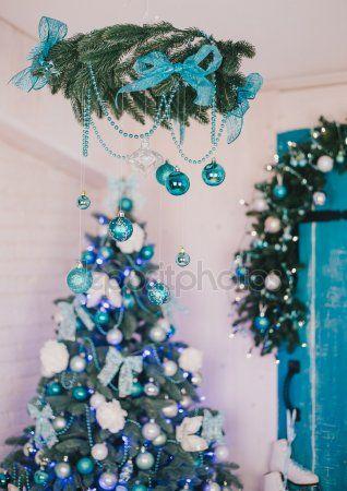 Albero Di Natale Argento E Blu.Albero Di Natale Con Dettagli Blu E Argento All Interno