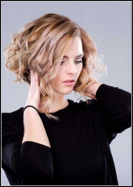 Frisuren Kurz Stufig Locken Frisuren Damen Damen Frisuren Kurz Locken Stufig Medium Hair Styles Long Bob Hairstyles Hair Styles