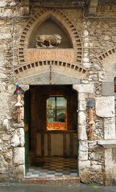 Taormine, Sicile, Italie: Studio di Pittura by Marie-Hélène Cingal, via Flickr