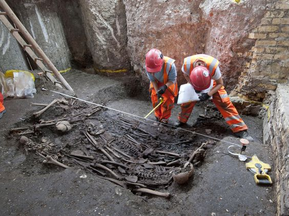 Crossrail Liverpool Street excavation: 30 skeletons unearthed in mass grave thought to be victims of 1665 Great Plague http://www.independent.co.uk/news/science/archaeology/news/crossrail-liverpool-street-excavation-30-skeletons-discovered-in-mass-grave-thought-to-be-victims-of-the-great-plague-of-1665-10451275.html