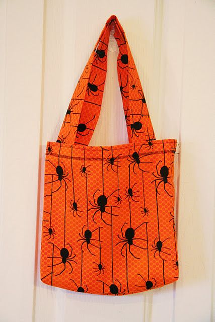 Cute Halloween trick or treat bag - just choose your fabric and get sewing!