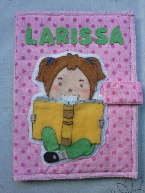 Capa de caderneta menina com livro