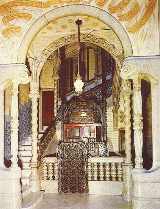 Antonio Gaudi, Casa Calvet Barcelona Main Room Interior ...