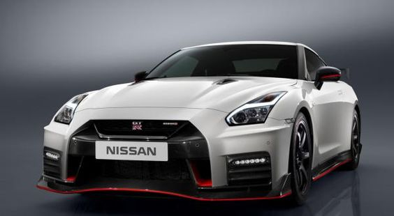 Компания Nissan презентовала обновлённый GT-R Nismo (ФОТО)