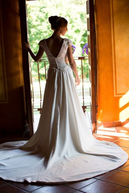 Sensacional la cola del vestido de Blanca. Confeccionado en crepe de seda natural . Beatriz Alvaro novias. Vestidos de novia. Alta Costura. Madrid