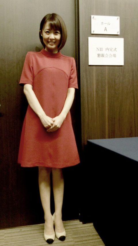 小林麻耶細い足とかわいい表情がポイント!