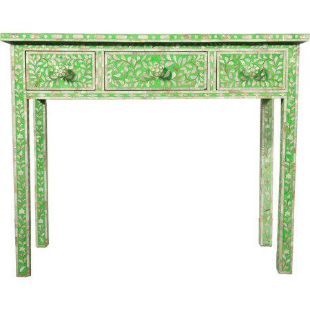 Pour une touche exotique et colorée dans votre chambre ou votre entrée, placez cette table d'appoint sous un miroir mural. Disposez-y vos objets de décora...