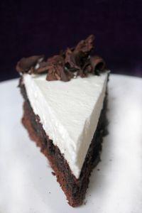 Schokolade, unser Lieblings Seelentröster! Mit dem Mississippi Mud Pie gehts Euch schnell wieder gut, das versprechen wir Euch :) Dunkle Schokolade trifft auf fluffige Sahnewölkchen und lässt einen...