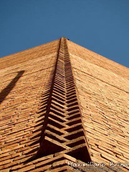 Fachada de ladrillo geometry so laurie baker style for Fachada de ladrillo