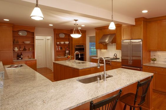 This honey color is somewhat basic when it comes to cupboards, but it really pops when paired with the granite. The cupboard style helps accent the casual appearance.