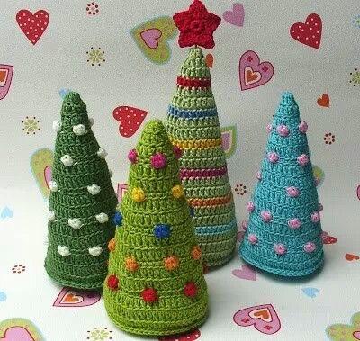 Arboles de navidad tejidos en crochet y con perlas - Tejidos y novedades paredes ...