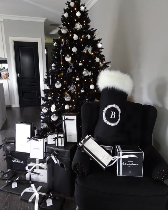 50 Black And White Christmas Decoration Ideas To Create An Exhilarating Dreamscape Hike N Dip Black Christmas Trees Black White Christmas Black Christmas Tree Decorations
