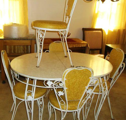 VINTAGE RETRO WROUGHT IRON KITCHEN DINETTE TABLE SET WITH