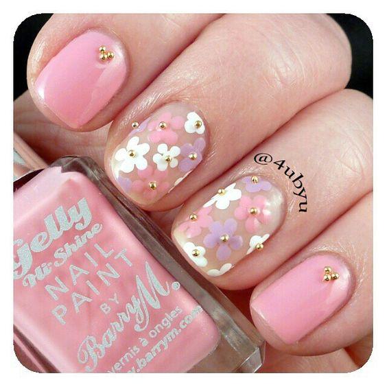 Floral nail art.: