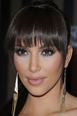 El toque más sexy. Kim Kardashian opta por un flequillo largo y desfilado para resaltar su mirada, sin endurecer sus facciones.