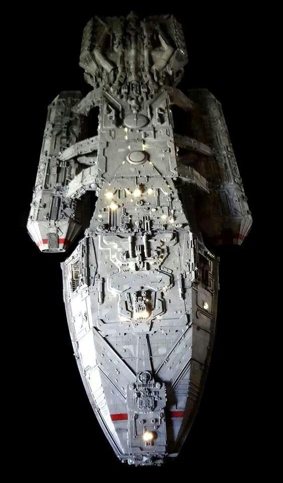 Battlestar Galactica (1978).  Fotomodelo original, por Universal Heartland. Innovó en su momento con cientos de hilos de fibra óptica para su iluminación interna.