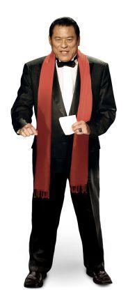 タキシードを着るアントニオ猪木