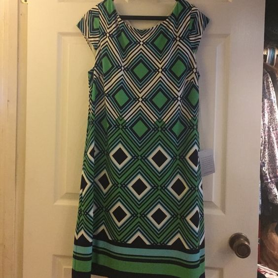 Green whit and black diamond pattern dress Diamond print. Green, white and black. Gold tone zipper in the back. New with tags. Soft and lining in inside. Polyester and spandex. 95-5 Nordstrom Dresses Midi
