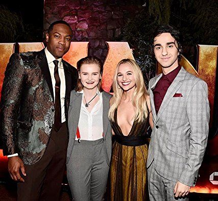 Alex Wolff, Morgan Turner, Ser'Darius Blain, and Madison Iseman in Jumanji: Welcome to the Jungle (2017)
