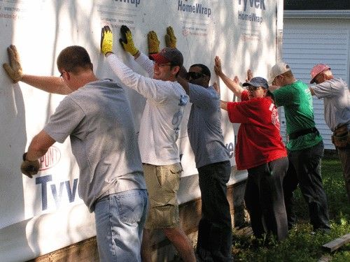 Volunteers putting up the first wall on a new home #aurora #oswego http://www.foxvalleyhabitat.org  Help Others and Volunteer Today!