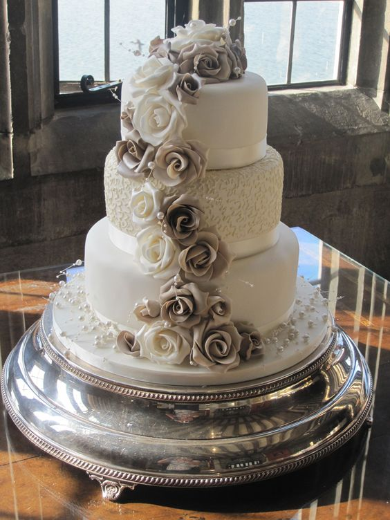 Contemporary Wedding Cakes – 11.