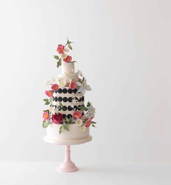 Another lovely image of our Climbing Wildflowers #cake by @picklethecucumber