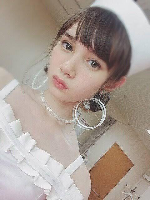 白色衣装のマーシュ彩