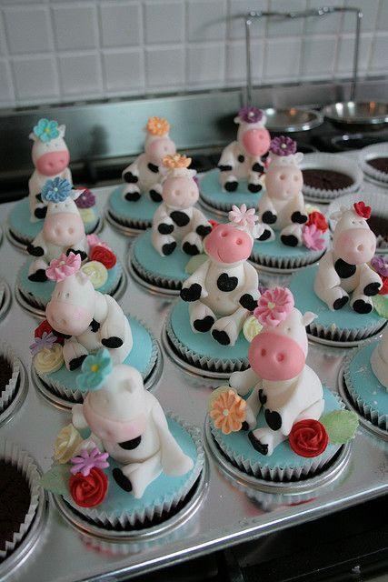 More Cow Cupcakes by kylie lambert (Le Cupcake), via Flickr