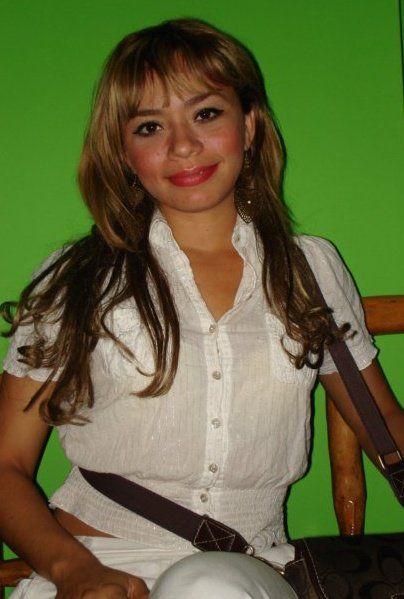 Neferut con la Bella Bailarina Esther Ortiz en Reuniones Sociales