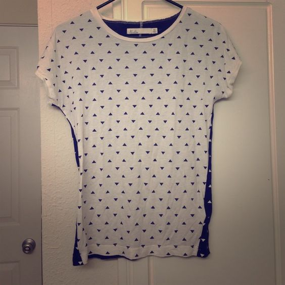 Madewell printed shirt Double sided printed shirt by Hi Line from Madewell. Front is white, back is dark blue. Very soft and comfy. Madewell Tops