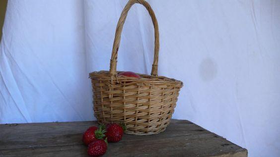 vintage basket , wicker, pique-nique , handwork, sweets, supplies, storage, French VIntage treasures by ancienesthetique
