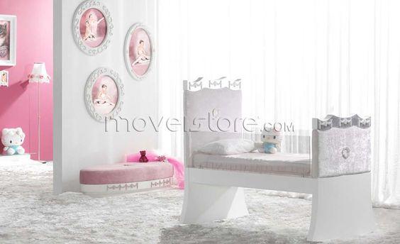 Berço de bebé clássico 210 disponível para colchão 120x60 cm com pormenor em acrílico e com lateais estofadas. Para mais informações, por favor, contacte-nos.