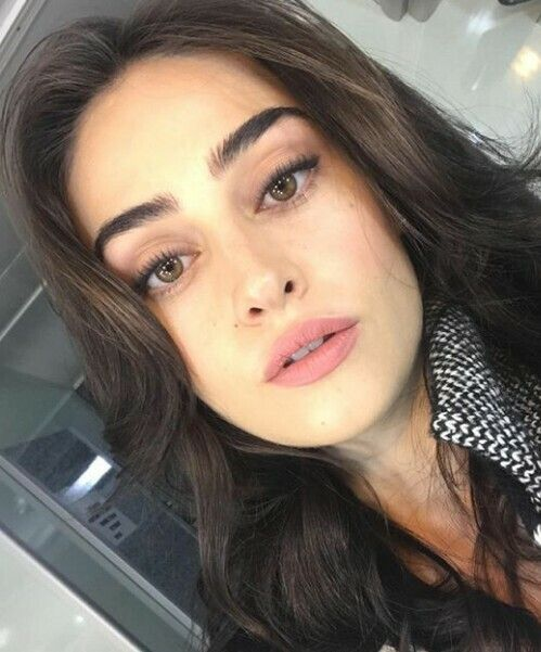 Pin By Zara Noor On Esra Bilgic In 2020 Esra Bilgic Turkish Women Beautiful Turkish Beauty