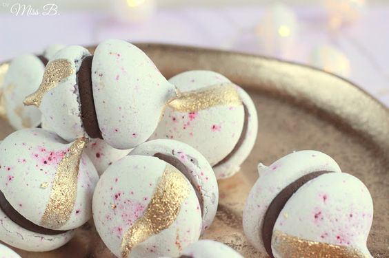 Miss Blueberrymuffin's kitchen: Johannisbeer-Mergingue-Kisses mit dunkler Schokoladenfüllung