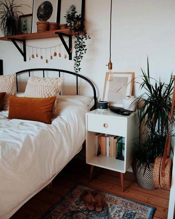 10 Minimalist Bedroom Decorating Ideas In 2020 Home Decor Bedroom Bedroom Design Inspiration Bedroom Decor