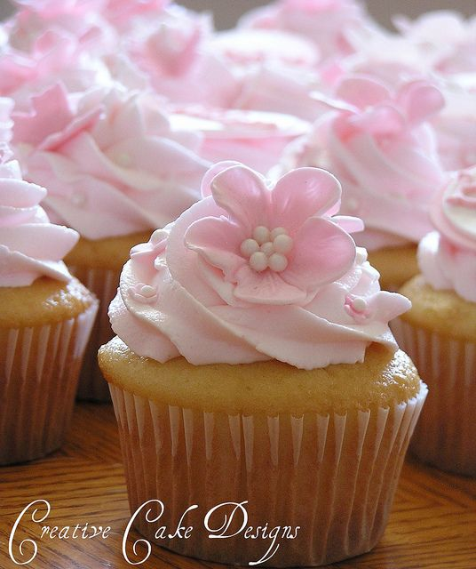 Boutique Cupcakes ;) by Christina's Dessertery, via Flickr