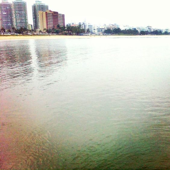Praia de Camburi próximo ao antigo Hotel Canto do Sol. #jardimcamburi #vix #eusouvitoria #capixabando #praia by rebarte