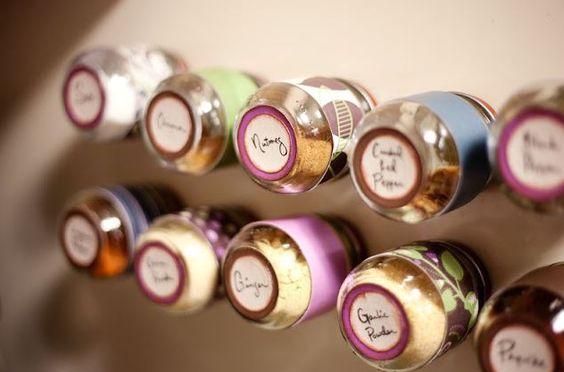 Tuto : Recycler ses bocaux à confiture en boite à épices magnétiques à coller sur le frigo