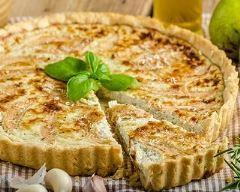 Quiche au roquefort et aux noix : http://www.cuisineaz.com/recettes/quiche-au-roquefort-et-aux-noix-74000.aspx