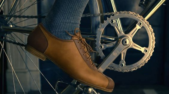 Pistard, shoes for bikers but not only: There was a time when sports was synonymous with elegance.