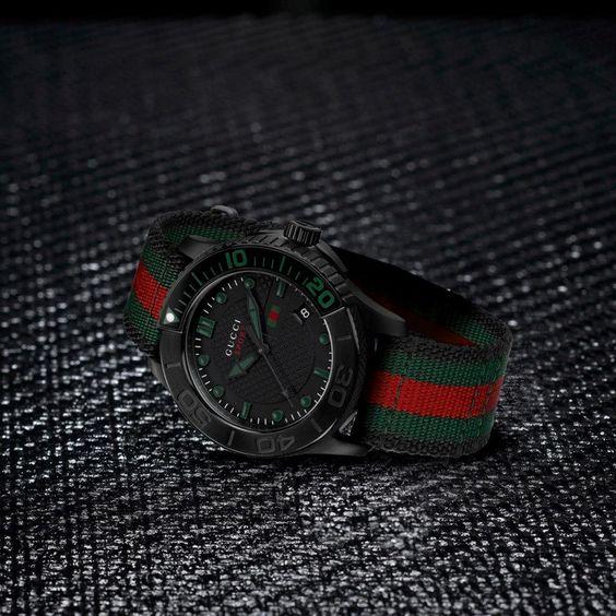 Gucci se apunta a los relojes all black