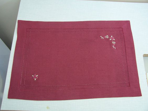 linen placemat sets with its napkins sets of 4 units. $50.00, via Etsy.