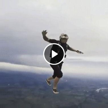 Flutuando à quilômetros de altura, imagina se o paraquedas falha