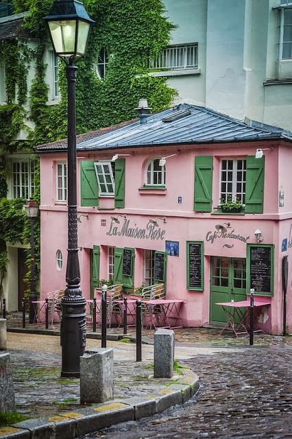LA MAISON ROSE CAFE AND RESTAURANT ON RUE DE L'ABREUVOIR IN THE VILLAGE OF MONTMARTRE, PARIS: