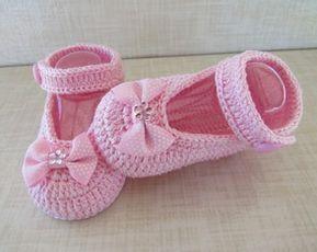 Sapatilha de crochê com lacinho