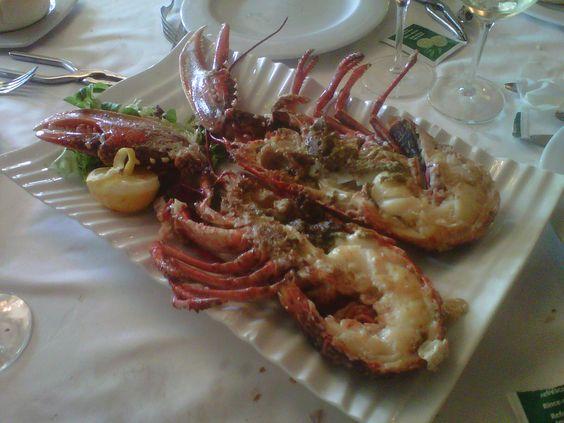 Bogavante a la plancha con Marqués de Terán en el restaurante La Moncloa, de Villamediana de Iregua (La Rioja)